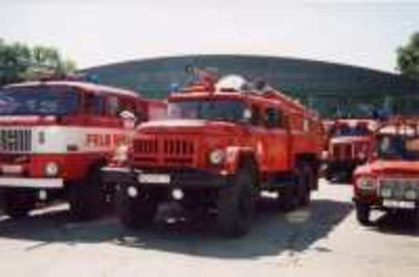 verschiedene Feuerwehrfahrzeuge