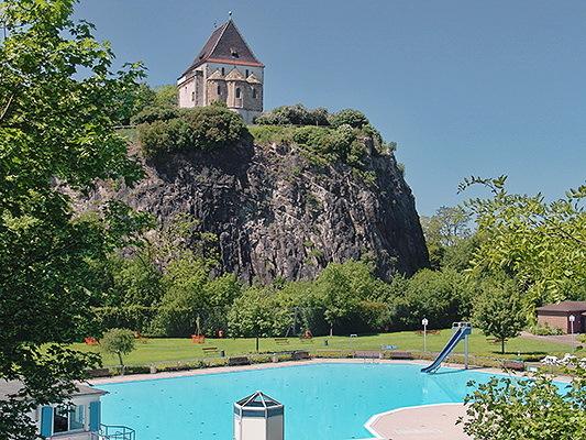 Doppelkapelle und Felsenbad von Südost
