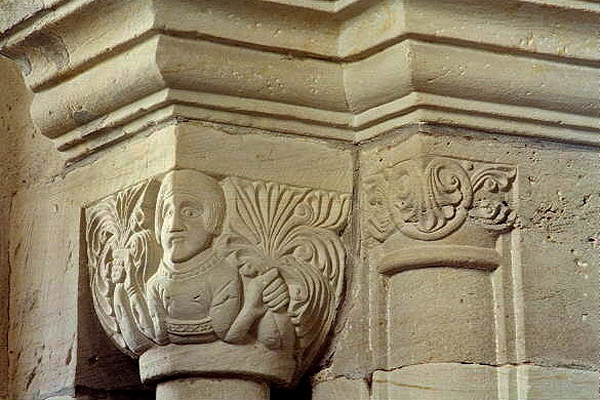 Kapitellschmuck in der Unterkapelle