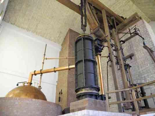Nachbau erste deutsche Dampfmaschine Wattscher Bauart