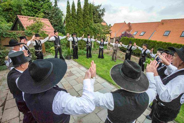 Rundklatsch im Herbergsgarten Foto: Lutz Keucher