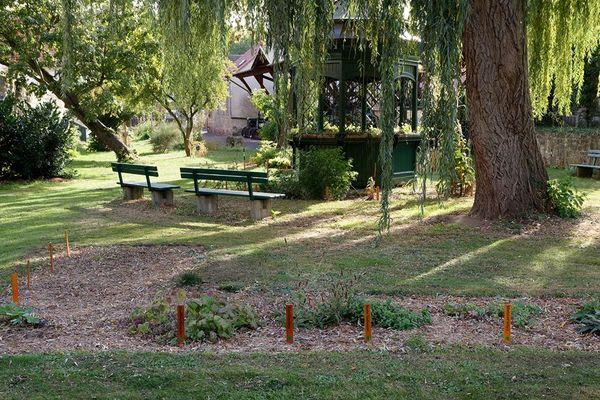 Kräutergarten mit Gartenpavillion (Foto: Joachim Hoeft)