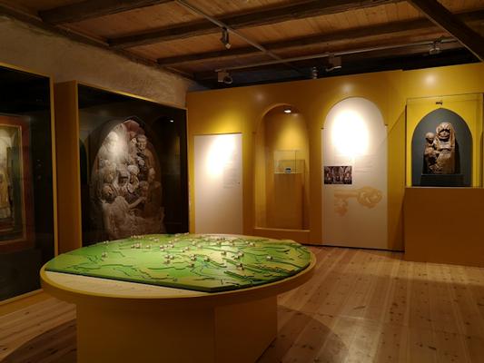 Blick in die Ausstellung Wissen+Macht