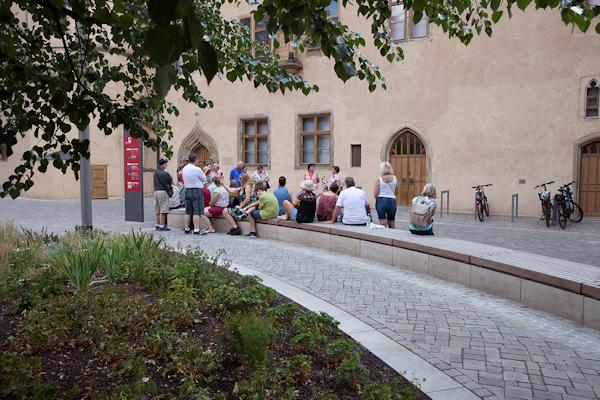 Besucher beim Lutherhaus