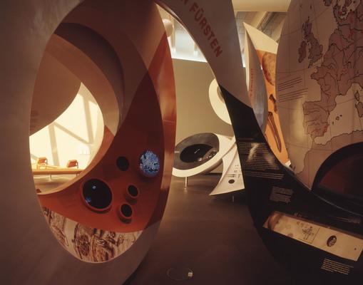 Großskulpturen in der Arche Nebra; © Arche Nebra; Foto J. Lipták