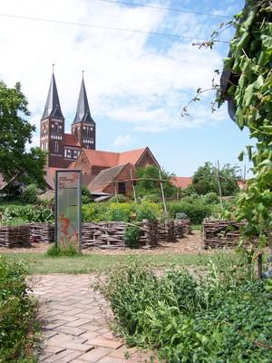 Blick vom Klostergarten auf das Kloster Jerichow