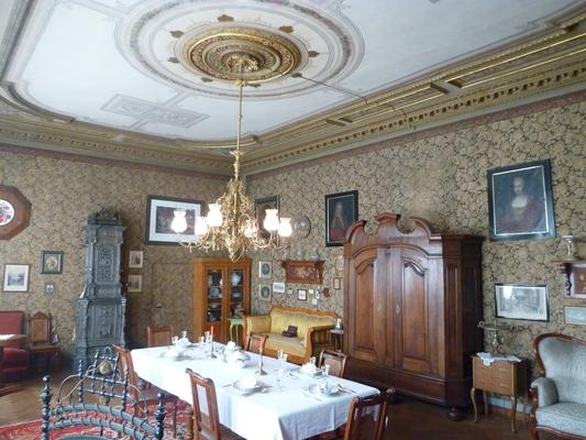 Im Original erhaltener bürgerlicher Salon aus der Zeit um 1870 (Foto: Städtisches Museum Halberstadt)